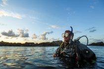 Hombre buceo, enfoque en primer plano - foto de stock