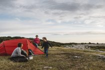 Family camping under overcast sky in Torekov, Sweden — Stock Photo