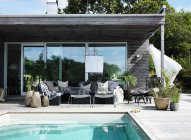 Modern house exterior with swimming pool — Stock Photo