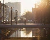 Життя міста на заході сонця, вибіркового фокусування — стокове фото