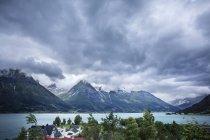 Vue panoramique de Hjelle Hotell et massif — Photo de stock