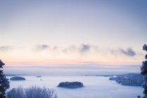 Scenic view of landscape with frozen lake at dusk — Stock Photo