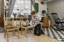 Плотник шлифовальное кресло, избирательный фокус — стоковое фото