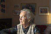 Portrait de femme âgée, mise au premier plan — Photo de stock