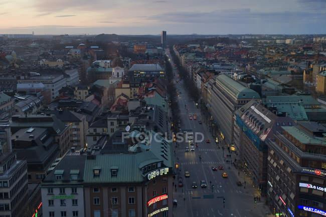 Erhöhte Sicht auf Stockholms städtische Gebäude und Straßen — Stockfoto