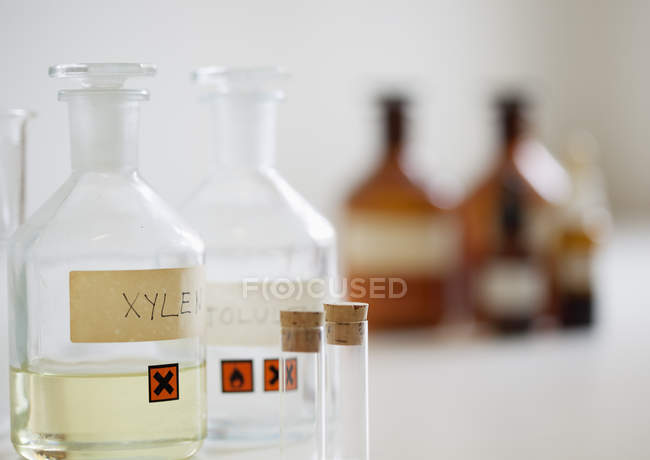 Flasks and vials with defocussed background — Photo de stock
