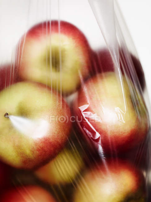 Close up shot of plastic bag full of apples — Stock Photo