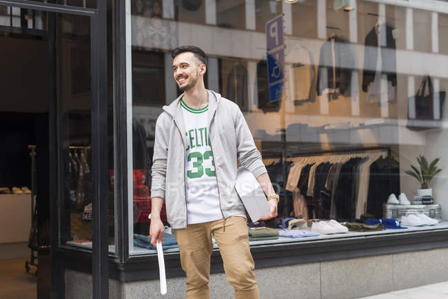 Man standing in front of clothing store — Stock Photo