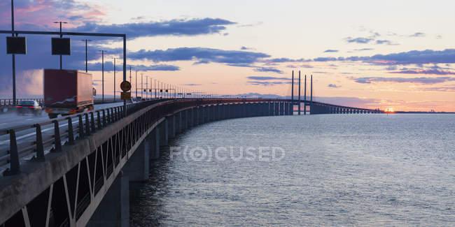 Vista sul Ponte di Oresund con cielo nuvoloso al tramonto — Foto stock
