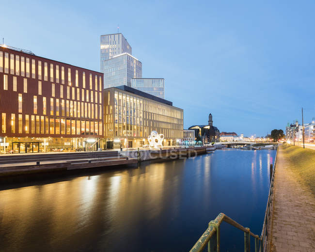 Malmo city buildings reflecting in harbor water — Stock Photo
