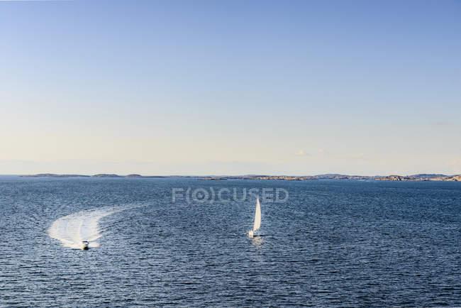 Vista aérea de Barcos a motor na água — Fotografia de Stock