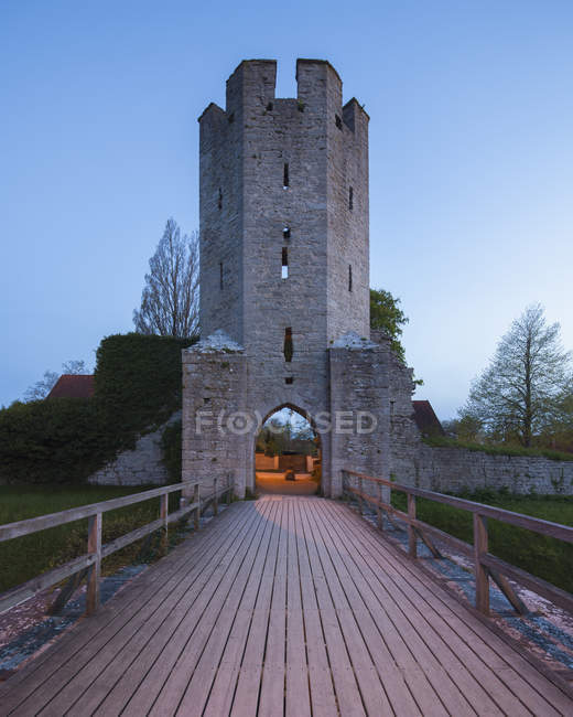 Wooden footbridge leading to city wall tower — Stock Photo