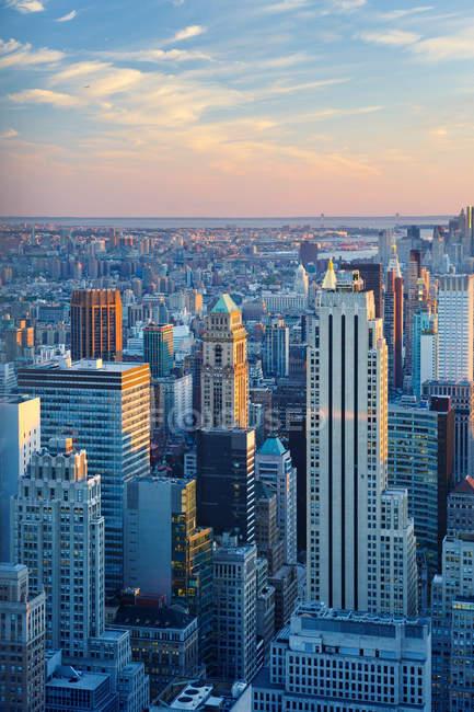 New York City skyscrapers under sunset sky — Stock Photo