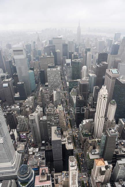 Vista aerea dei grattacieli e delle strade di New York — Foto stock