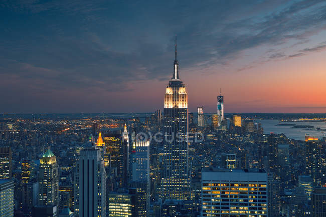 Manhattan, Empire State Building at dusk — Stock Photo