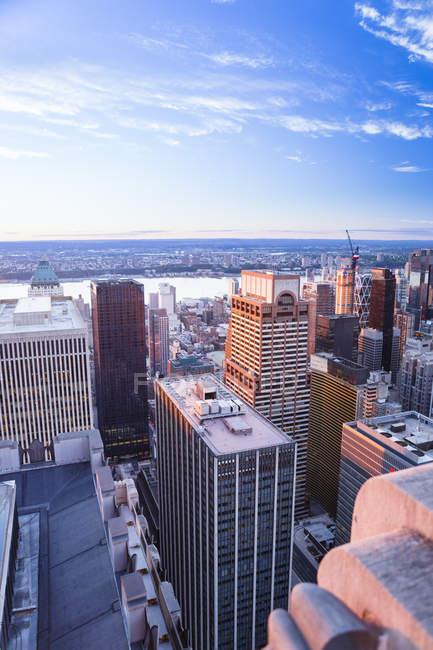 New Yorker Wolkenkratzer unter Sonnenuntergang — Stockfoto