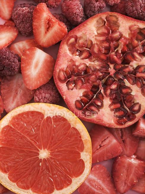 Variété de fruits rouges, vue de dessus — Photo de stock