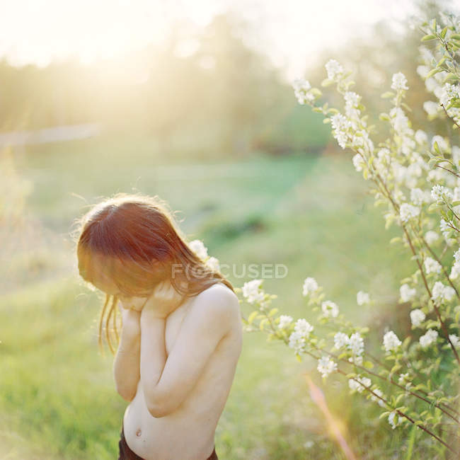 Front view of shirtless girl outdoors in summer — Stock Photo