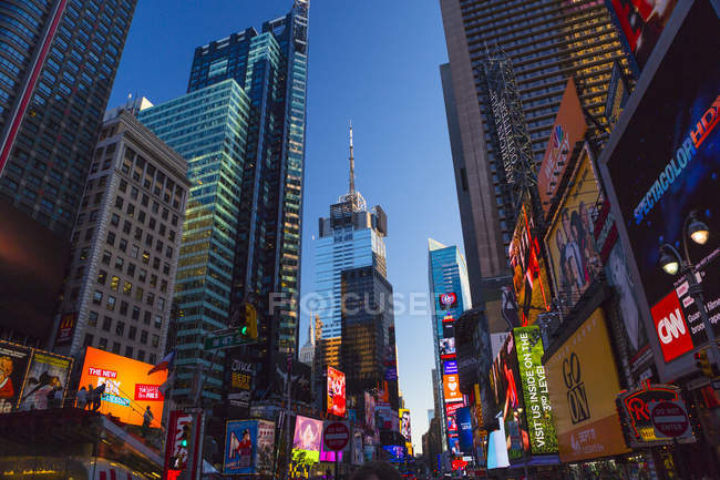 Manhattan, Times Square in New York City in der Dämmerung — Stockfoto