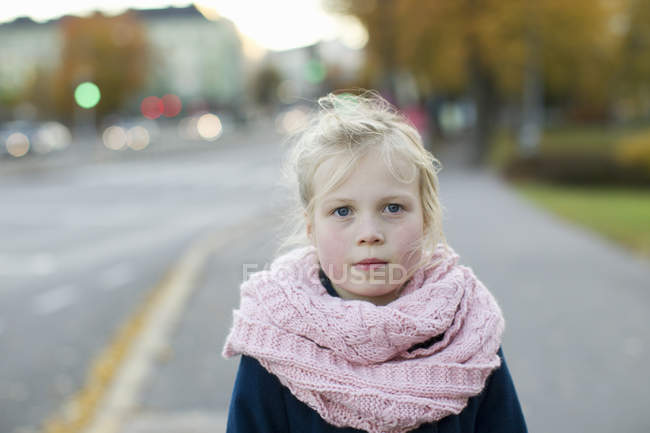 Portrait of girl on autumn day, selective focus — Stockfoto