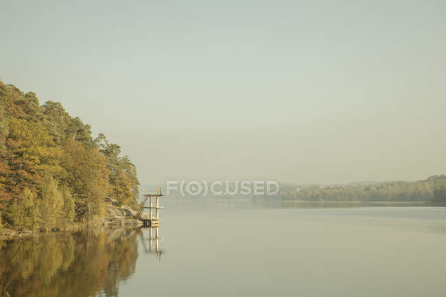 Scenic landscape with green trees reflecting in Aspen lake — Stock Photo
