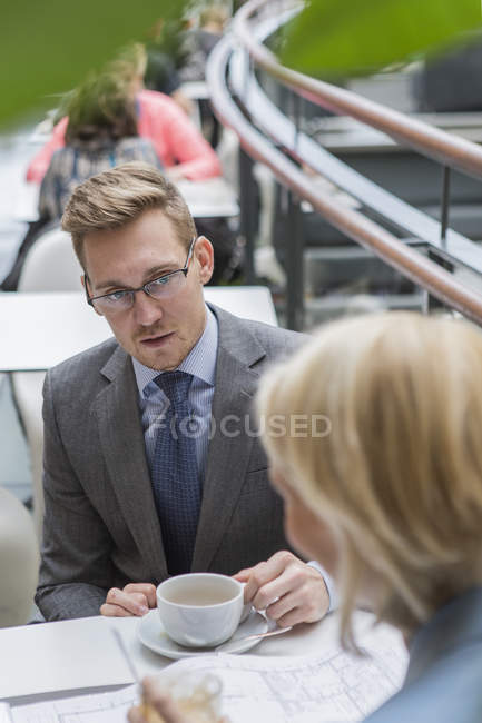 Businessman at meeting in cafe, differential focus — Stock Photo