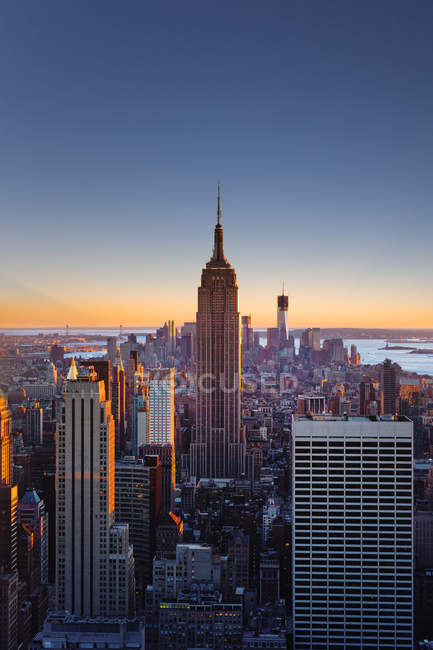Manhattan, Empire State Building at dawn — Stock Photo