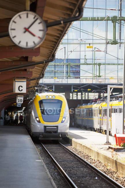 Train in railroad station platform in Gothenburg — Stock Photo