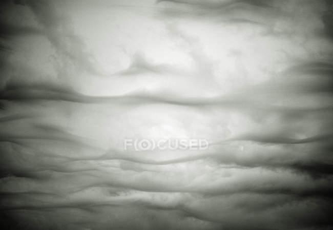Plein cadre de nuages gris orageux — Photo de stock