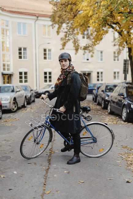 Young man standing with bicycle, selective focus — стоковое фото