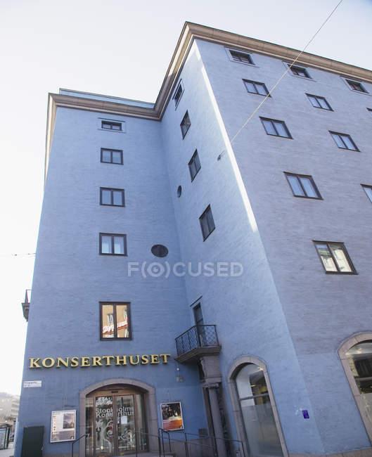 Vue faible angle d'immeuble de konserthuset de stockholm — Photo de stock