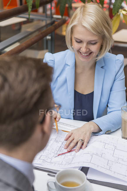 Businesswoman at meeting in cafe, differential focus — Stock Photo