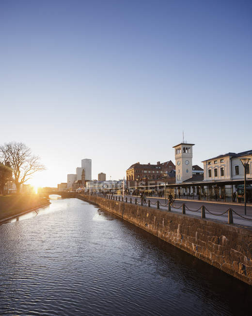 Malmo old town bluildings and water canal at sunset — Stock Photo