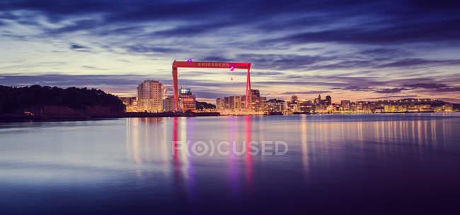 Beleuchtetes Stadtbild Göteborgs bei Einbruch der Dämmerung — Stockfoto