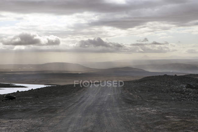 View of dirt road under overcast sky, Iceland — Stock Photo