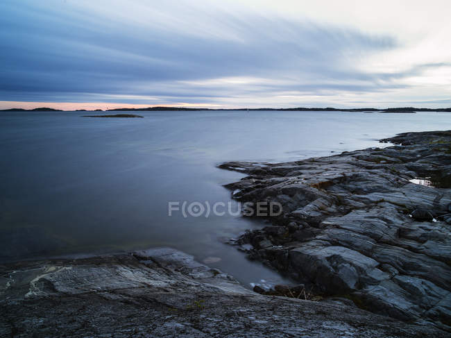 Front view of rocks in sea against sky — Stock Photo