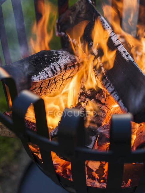 Brazier with burning wood, close up shot — Stock Photo