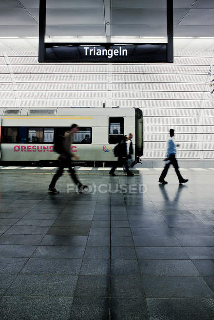 People moving on subway platform by train — Stock Photo
