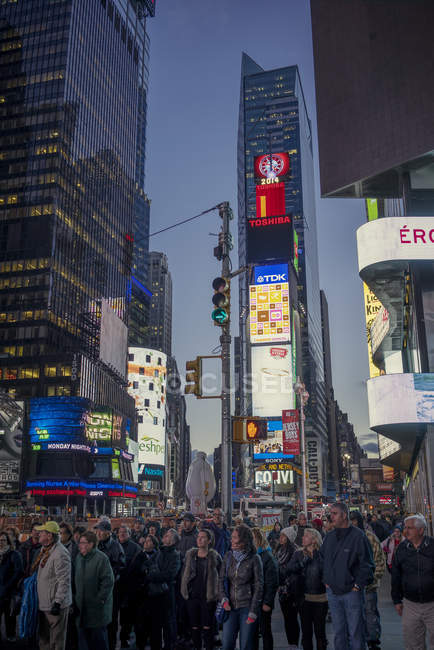 Les gens sur Times Square à New York City — Photo de stock