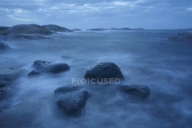 Long exposure shot of storm waves on coastline — Stock Photo