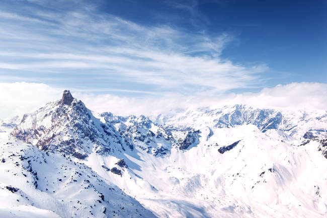 Snow covered mountains in bright sunlight — Stock Photo