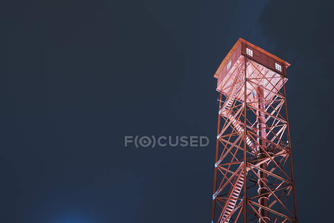 Illuminated lookout tower against night sky, Pirkanmaa, Finland — Stock Photo