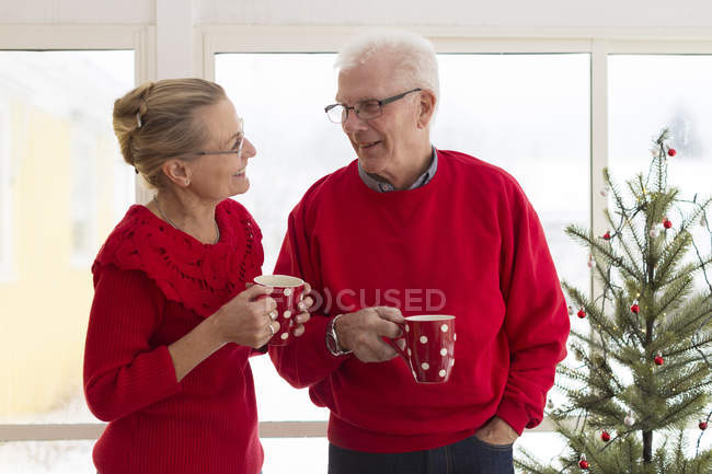 Senior couple drinking coffee and smiling — Stock Photo