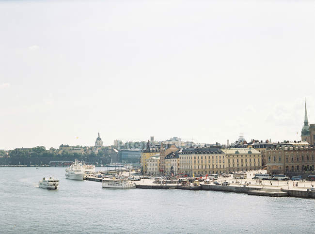 View of Stockholm harbor with old town buildings — Fotografia de Stock