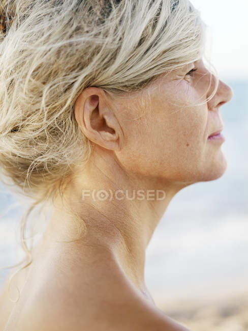 Profile of attractive mature woman, focus on foreground — Stock Photo