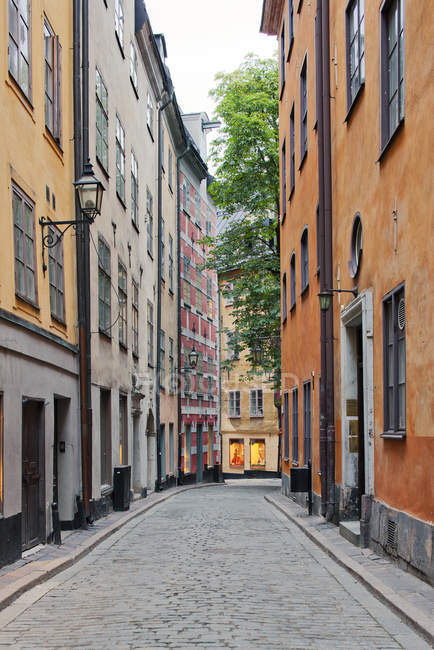 Narrow street in old town, Stockholm — Stock Photo