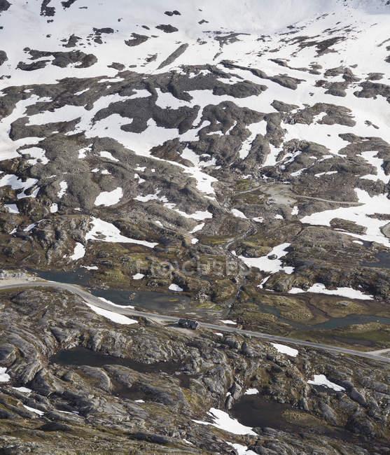 Pente de montagne enneigés à More og Romsdal — Photo de stock