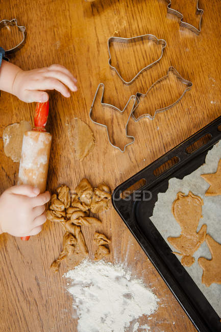 Cropped shot of little girl hands making cookies — Stock Photo