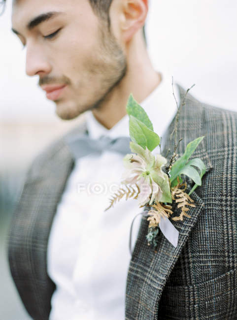 Portrait of groom wearing tuxedo, focus on foreground — Stock Photo