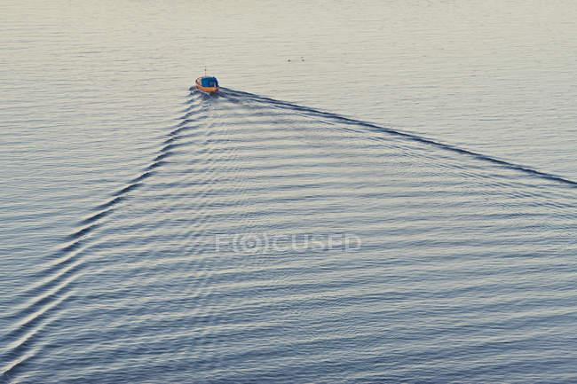 Elevated view of boat moving on rippled river water — Stock Photo